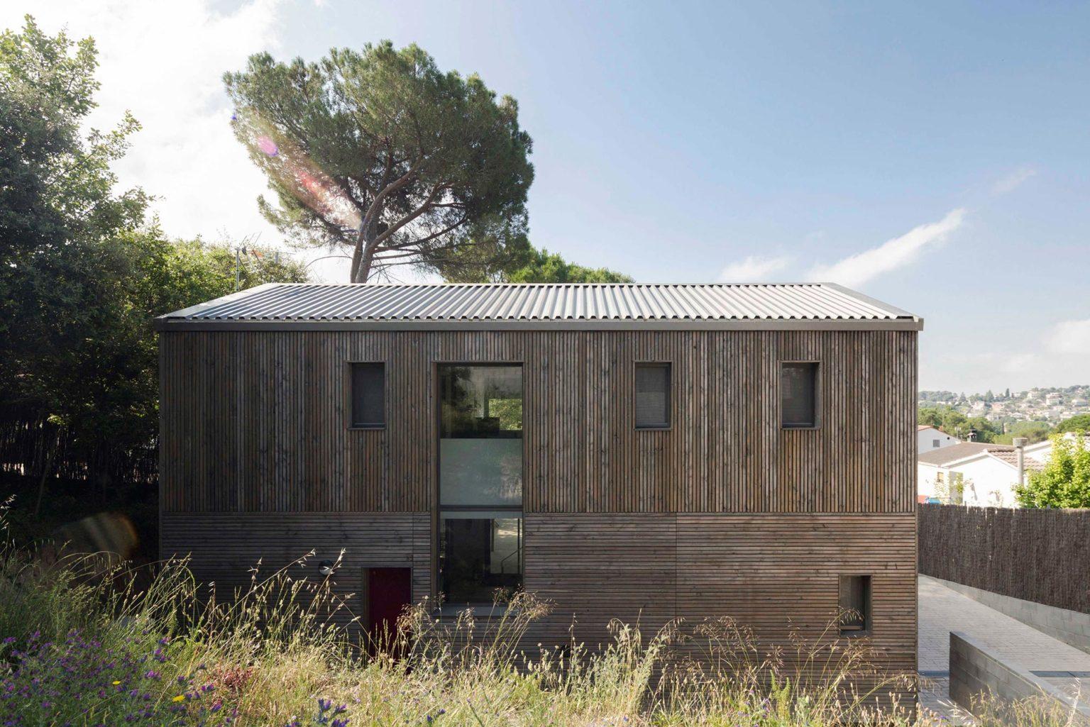BUD Arquitectura Casas sanas Casa Roots sostenible ecoeficiente casa de madera integrada en el entorno climatización sana sostenible