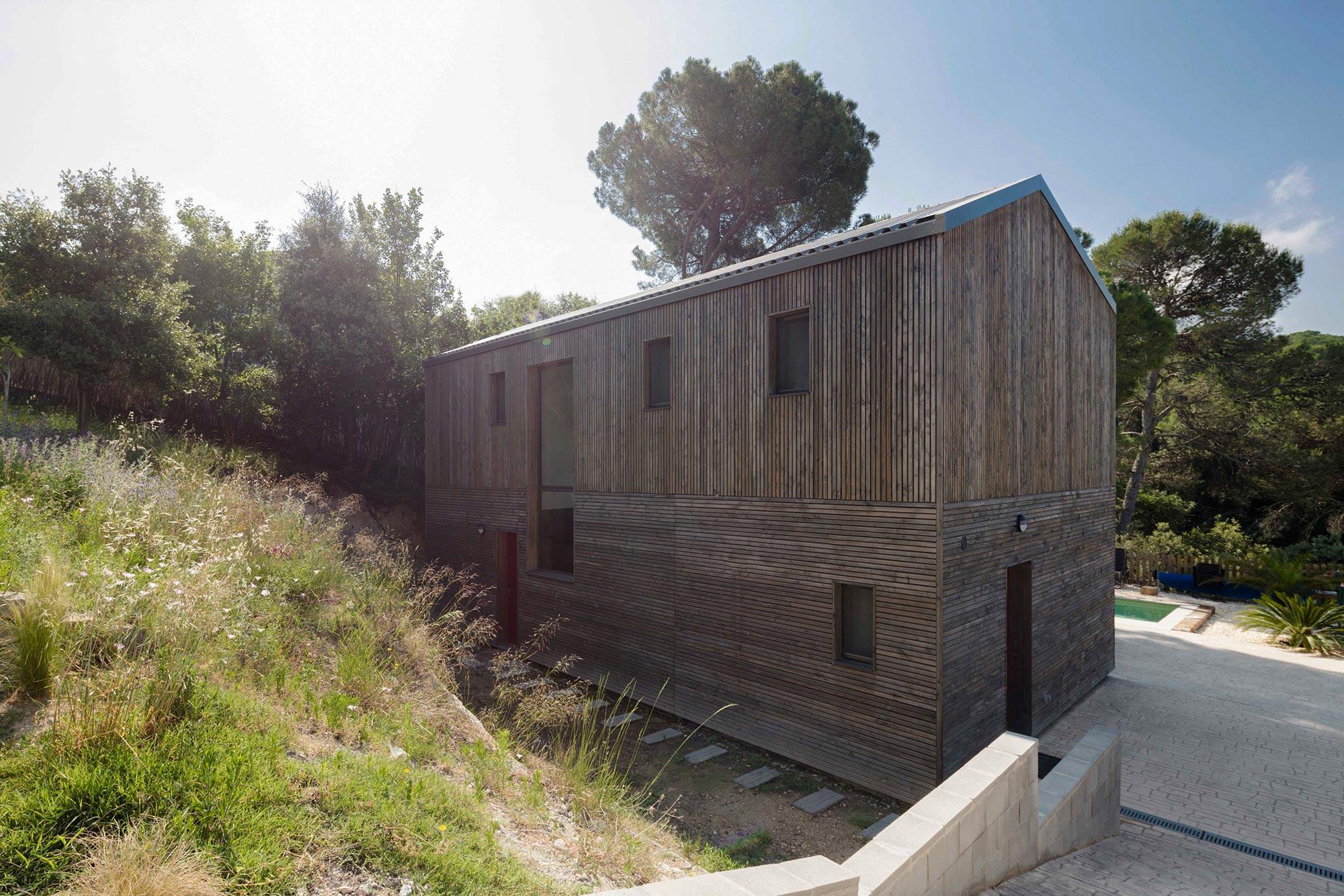 BUD Arquitectura Casas sanas Casa Roots sostenible ecoeficiente casa de madera integrada en el entorno climatización sana sostenible, de madera prefabricada