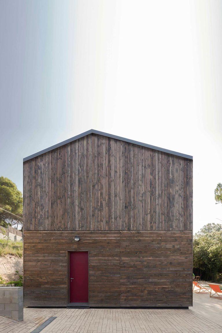 BUD Arquitectura Casas sanas Casa Roots sostenible ecoeficiente casa de madera integrada en el entorno climatización sana sostenible, de madera prefabricada, fachada de madera