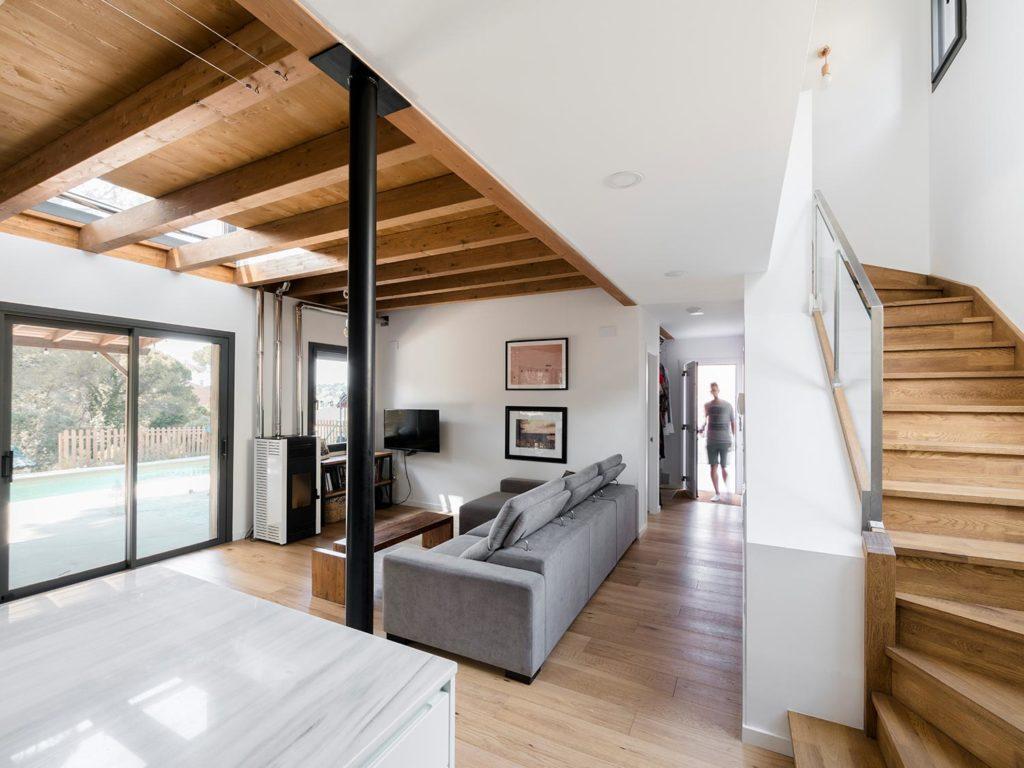 BUD Arquitectura Casas sanas Casa Roots sostenible ecoeficiente, climatización sana sostenible, casa de madera prefabricada, interiorismo, vivir, construir, sostenible, salón, cocina y comedor